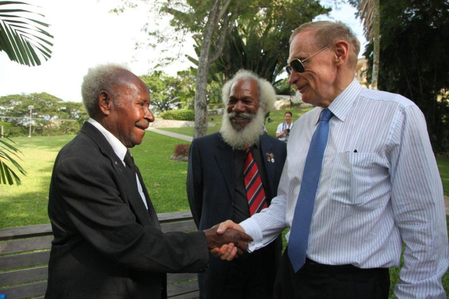 Foreign Minister Bob Carr with Fuzzy Wuzzy Angel Dickson Hango and Kokoda Chief Benjamin Ijumi at Bomana War Cemetery in Papua New Guinea on December 5, 2012 (Photo: Michael Wightman)