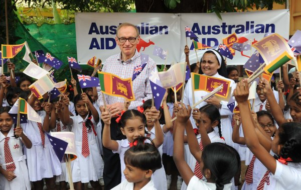Foreign Minister Bob Carr at St Anthony's School in Colombo on December 15, 2012 (Samararathne Kodikara Ishara)