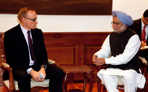 Foreign Minister Bob Carr meets with Indian Prime Minister Manmohan Singh at the Prime Minister's residence in New Delhi on January 21, 2013 (Photo: Graham Crouch/DFAT)