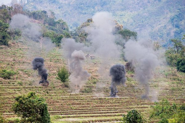 Detonation of clearance charges in Laos on February 20, 2013 (Photo: Bart Verweij/AusAID)