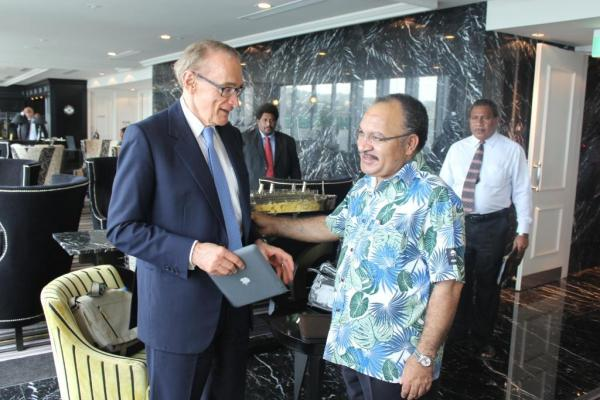 Foreign Minister Bob Carr meeting with PNG Prime Minister Peter O'Neill in Port Moresby on May 4, 2013