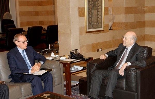 Foreign Minister Bob Carr meeting with Lebanese Caretaker Prime Minister Najib Mikati in Lebanon on May 22, 2013 (Photograph: Dalati & Nohra)